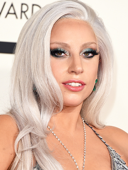 HUGE Trend Of The Red Carpet At Grammy Was Less Is More Look Very Natural Face And Lips Just A Black Liner On Eyes